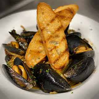 Mussels Linguine with Crostini
